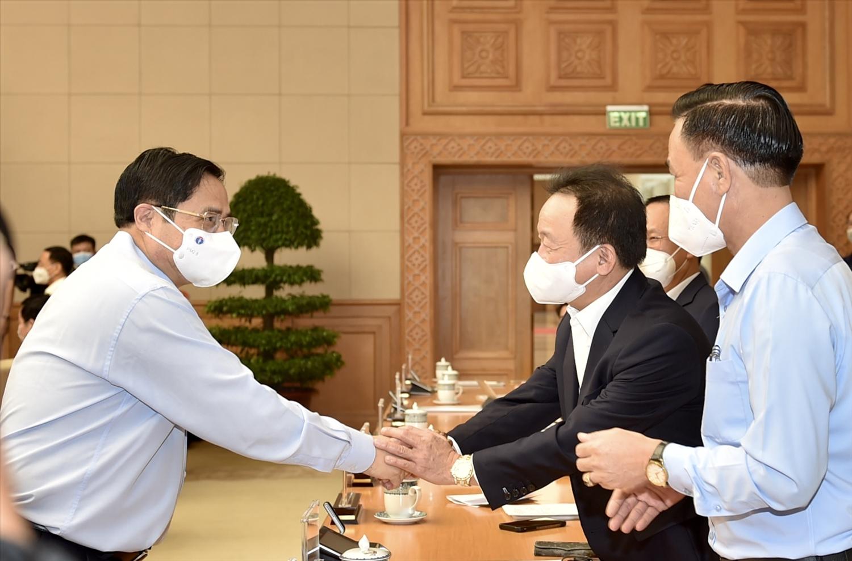 Thủ tướng Phạm Minh Chính và các đại biểu tại Hội nghị trực tuyến với cộng đồng doanh nghiệp và các địa phương về các giải pháp tiếp tục hỗ trợ doanh nghiệp trong bối cảnh đại dịch COVID-19. Ảnh: VGP/Nhật Bắc
