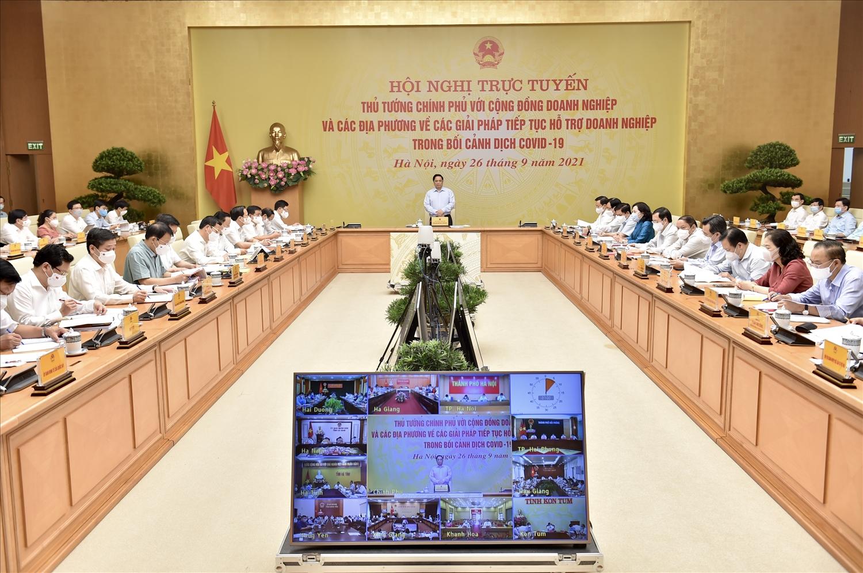 Thủ tướng gửi lời cảm ơn cộng đồng doanh nghiệp trong suốt gần 2 năm vừa qua đã đồng hành cùng Đảng, Nhà nước, nhân dân phòng, chống dịch và phát triển kinh tế-xã hội. Ảnh: VGP/Nhật Bắc