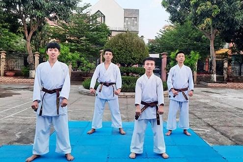 Ngoài nỗ lực học các môn văn hóa, Hùa cũng chú trọng rèn luyện thể chất