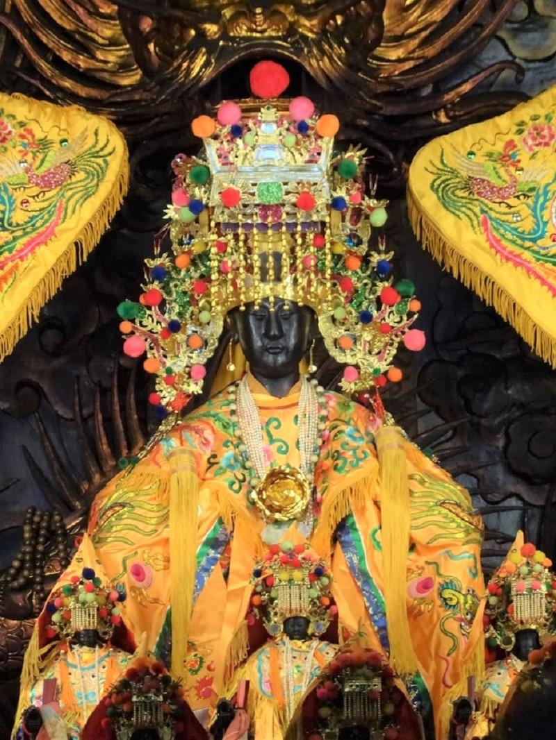 Tượng Bà Thiên Hậu Thánh Mẫu được thờ cúng ở nhiều hội quán của người Hoa