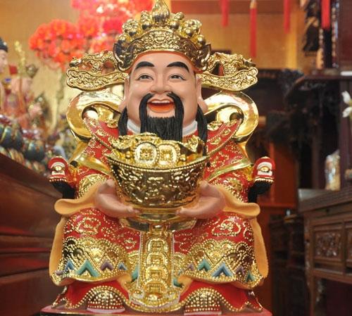 Tượng thần Tài Bạch Tiên Sinh hay Tăng Phúc Tài Thần (Thần Tài) là vị thần quản lý của cải và vàng bạc được người Hoa ở Chợ Lớn thờ trong các hội quán và tại gia