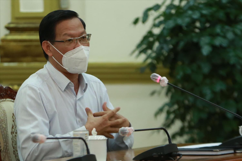 Chủ tịch UBND TP.HCM Phan Văn Mãi kiến nghị nghị có chiến lược tiêm vaccine để phục vụ mục tiêu mở lại các hoạt động sản xuất, kinh doanh, đời sống… Ảnh: VGP/Đình Nam