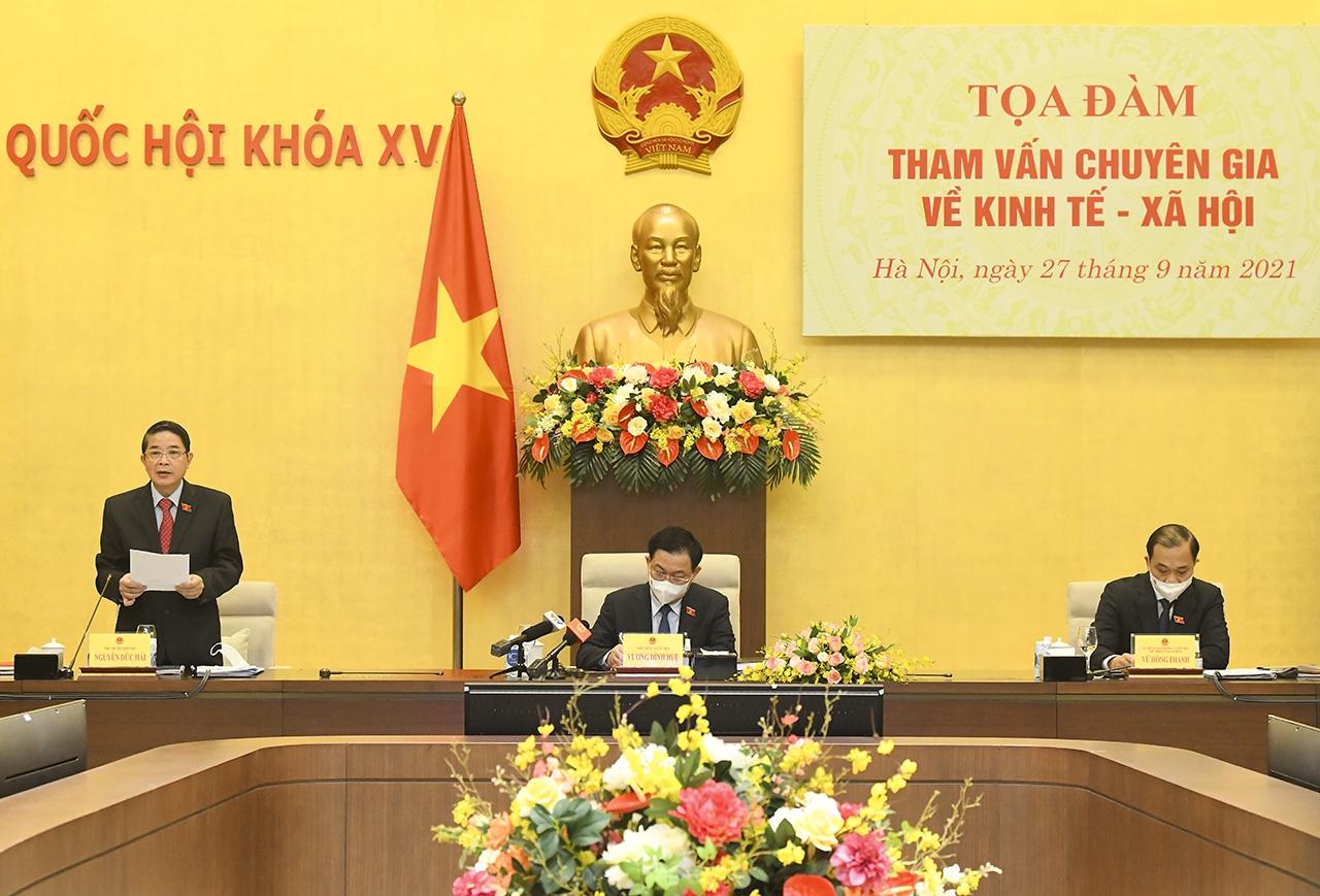 Uỷ viên Bộ Chính trị, Chủ tịch Quốc hội Vương Đình Huệ chủ trì buổi Toạ đàm, Phó Chủ tịch Quốc hội Nguyễn Đức Hải phát biểu.