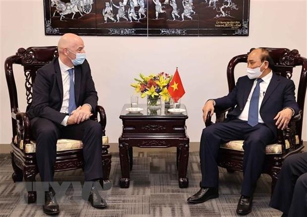 Chủ tịch nước Nguyễn Xuân Phúc tiếp Chủ tịch Liên đoàn Bóng đá Thế giới (FIFA) Gianni Infantino. (Ảnh: Thống Nhất/TTXVN)