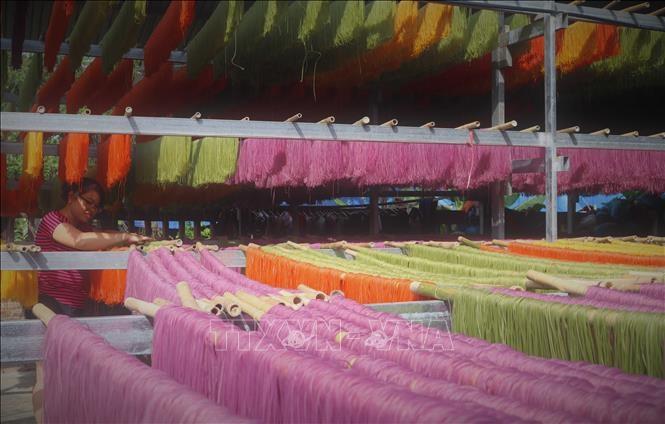 Những sào bún rực rỡ sắc màu tạo sức hút đối với du khách khi đến Cao Bằng. Ảnh: Chu Hiệu/ TTXVN