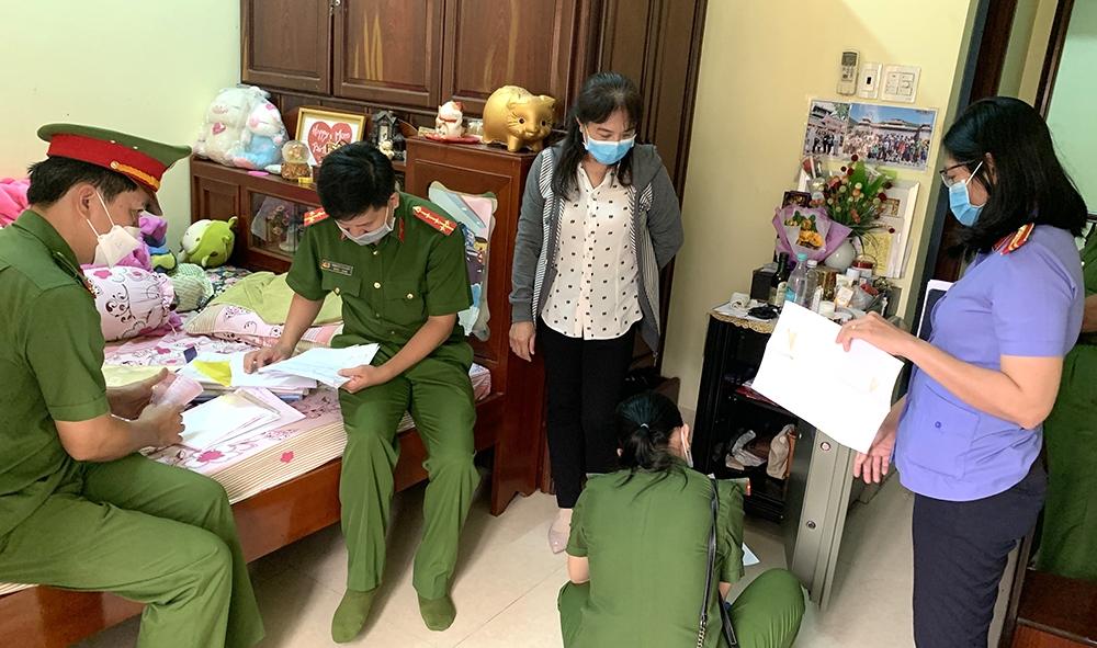 Lực lượng Công an khám xét nơi ở của Nguyễn Thị Huyền