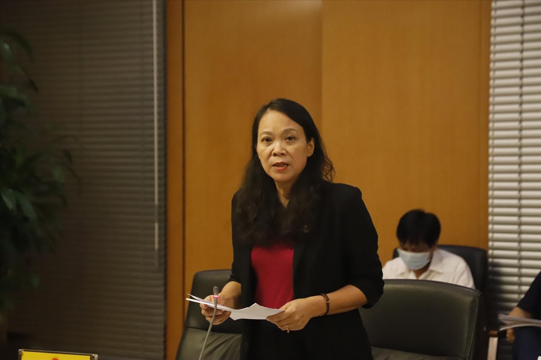 Thứ trưởng, Phó Chủ nhiệm UBDT Hoàng Thị Hạnh trình bày báo cáo Kết quả 1 năm thực hiện Chương trình MTQG