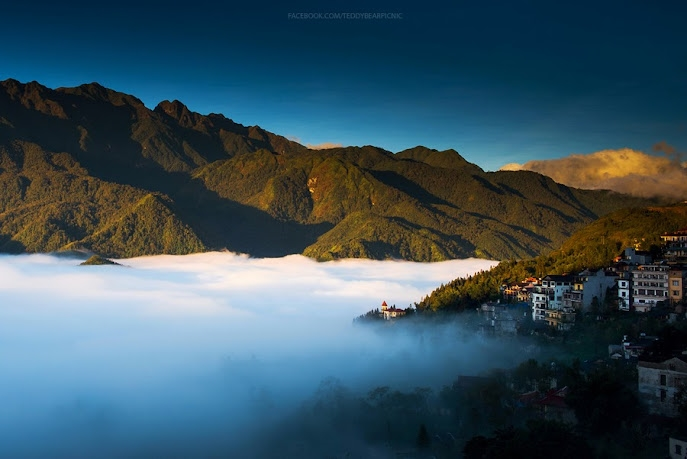 Những thung lũng tràn đầy mây trắng tựa như những dòng sông mây cuồn cuộn giữa non cao đại ngàn