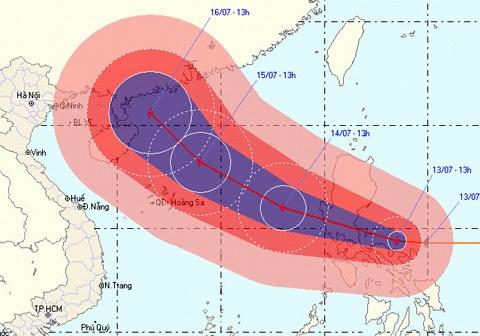 Bão Conson được dự báo tiếp tục tăng cấp khi tiến vào biển Đông. Ảnh: NCHMF.