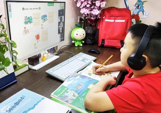 """Thủ tướng Chính phủ Phạm Minh Chính giao Bộ Thông tin và Truyền thông khẩn trương xây dựng và triển khai Chương trình """"sóng và máy tính cho em"""", hỗ trợ việc học tập theo hình thức trực tuyến, thúc đẩy phát triển xã hội số. Ảnh: Dân trí"""