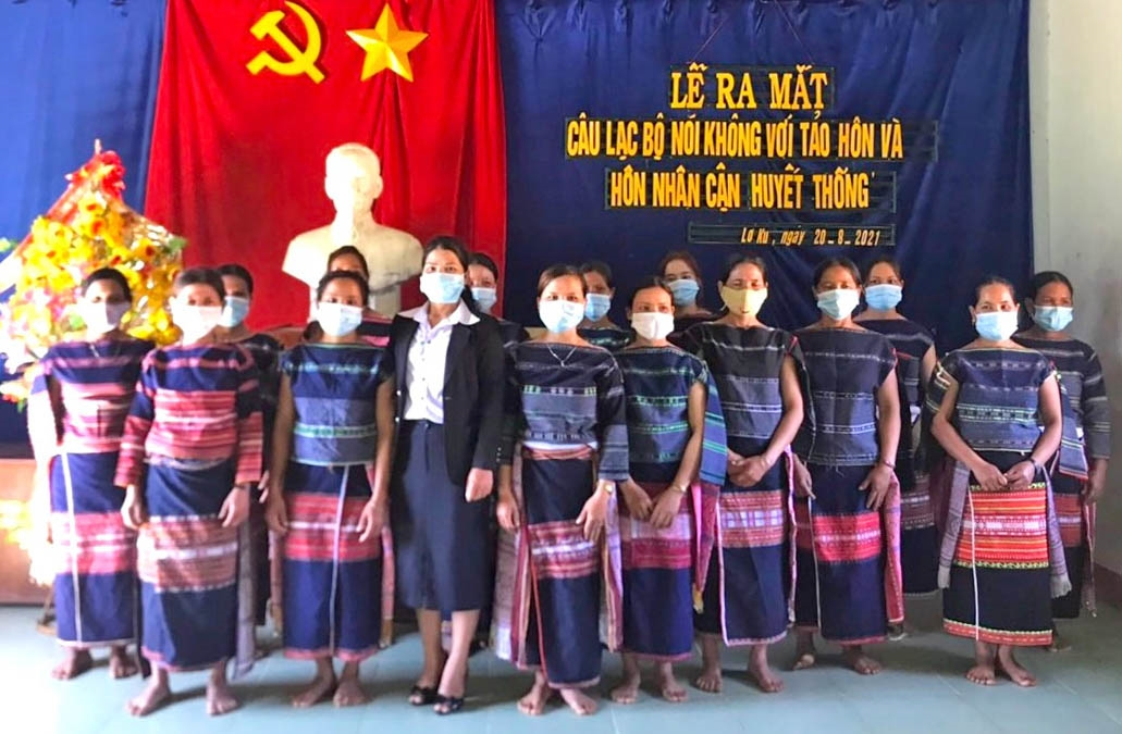 Hội Liên hiệp Phụ nữ xã Lơ Ku (huyện Kbang, tỉnh Gia Lai) đã tổ chức ra mắt Câu lạc bộ nói không với tảo hôn và hôn nhân cận huyết thống. Ảnh: An Phát