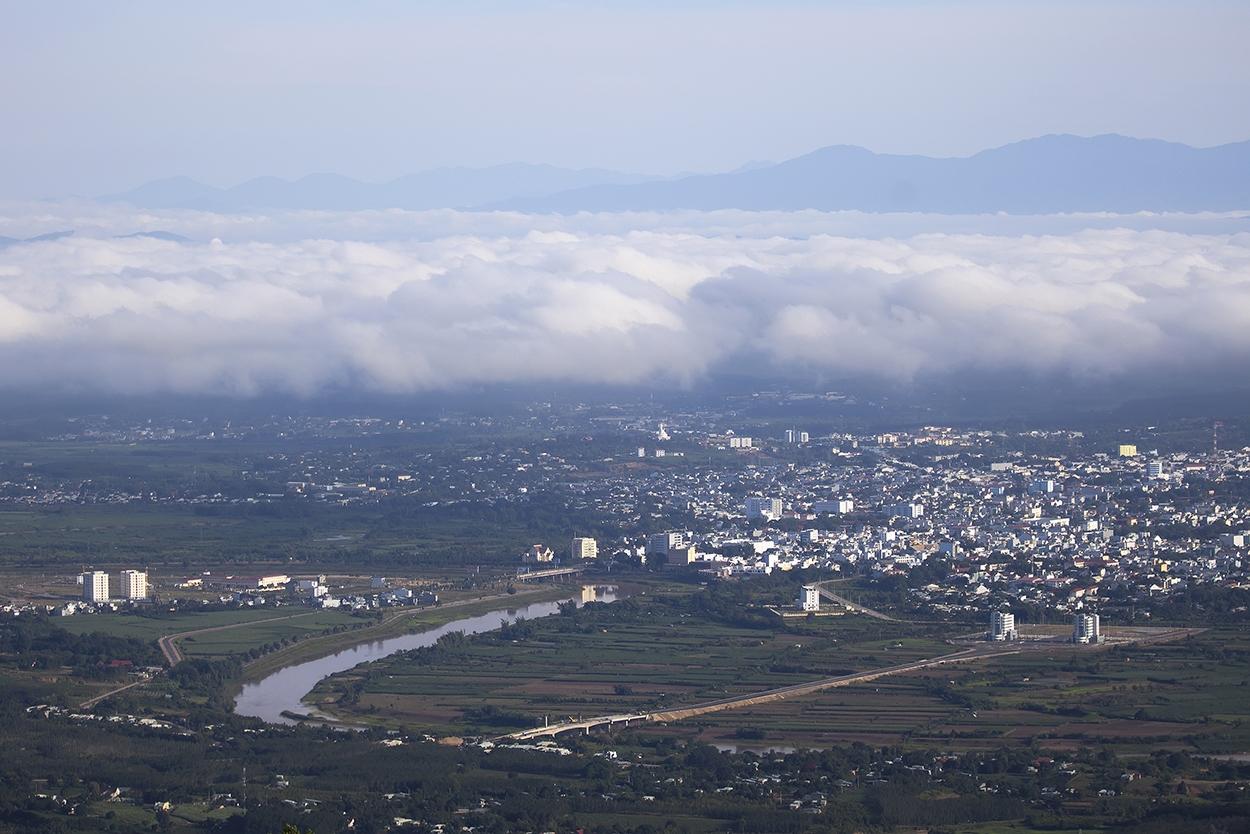 Sương mù buổi sáng nhìn từ đỉnh núi