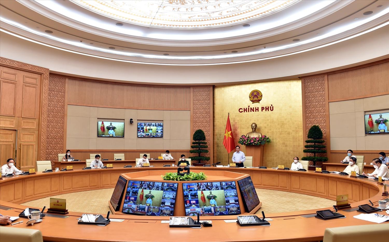 Thủ tướng Chính phủ đặc biệt nhấn mạnh vai trò của cấp xã phường thị trấn trong việc tổ chức thực hiện, tuyên truyền, vận động nhân dân thực hiện các quy định về khai thác hải sản, vì lợi ích của chính người dân và cộng đồng, đất nước. (Ảnh: VGP/Nhật Bắc)