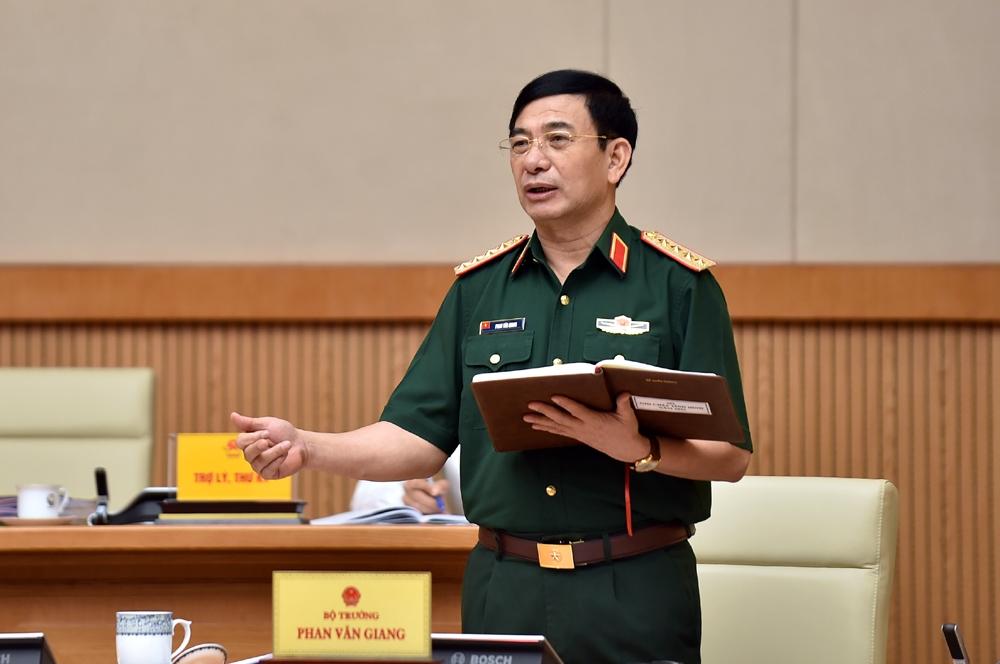 Bộ trưởng Bộ Quốc phòng Phan Văn Giang phát biểu tại cuộc họp - Ảnh: VGP/Nhật Bắc
