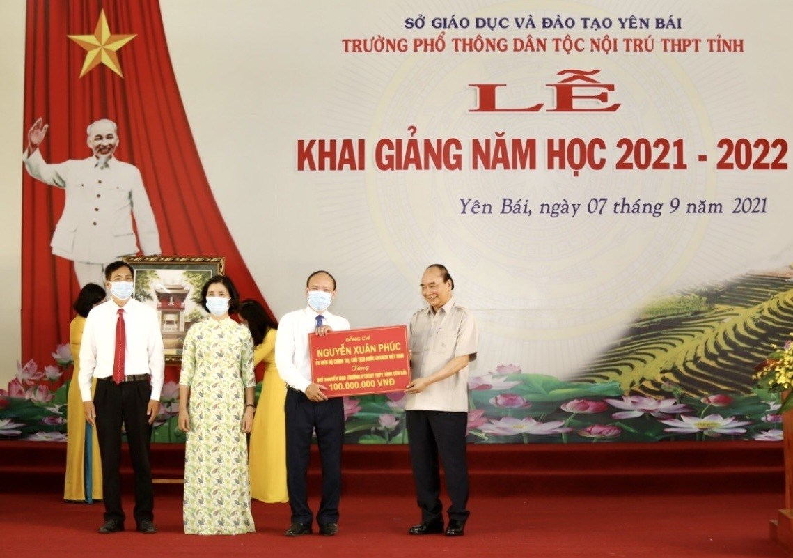 Chủ tịch nước trao tặng 100 triệu đồng cho Qũy khuyến học của nhà trường