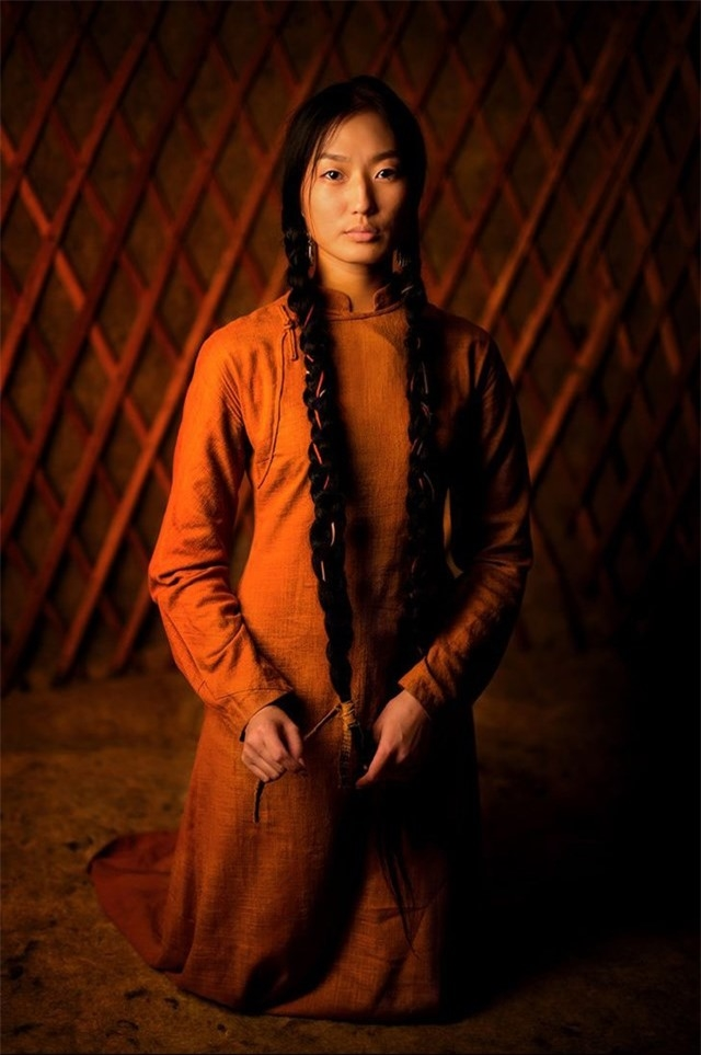 Đây là bức chân dung của Aryuna, một phụ nữ Buryat trẻ tuổi đến từ Siberia