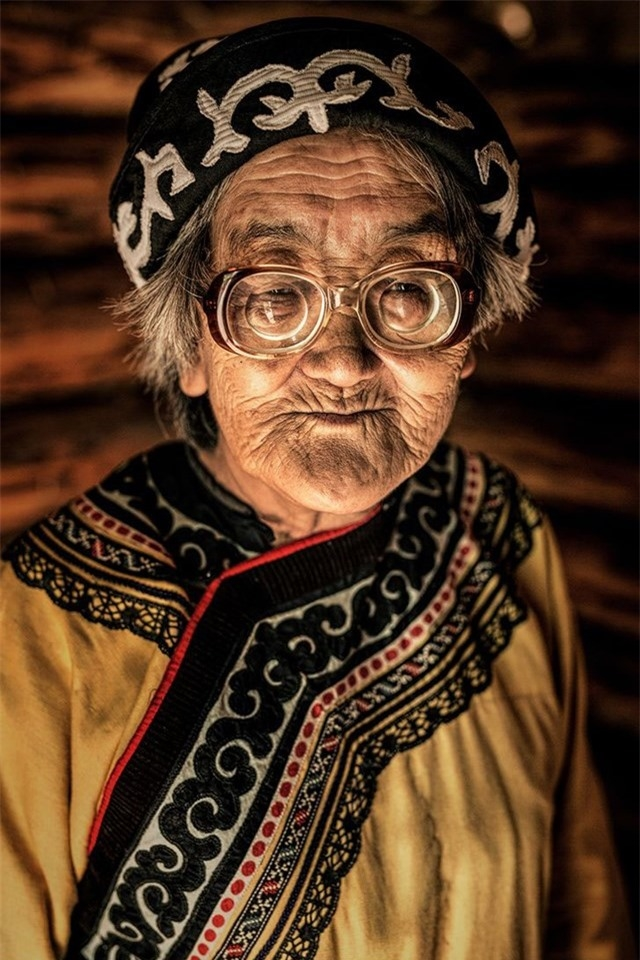 Người phụ nữ Nivkh, Bờ biển Okhotsk, Viễn Đông Siberia