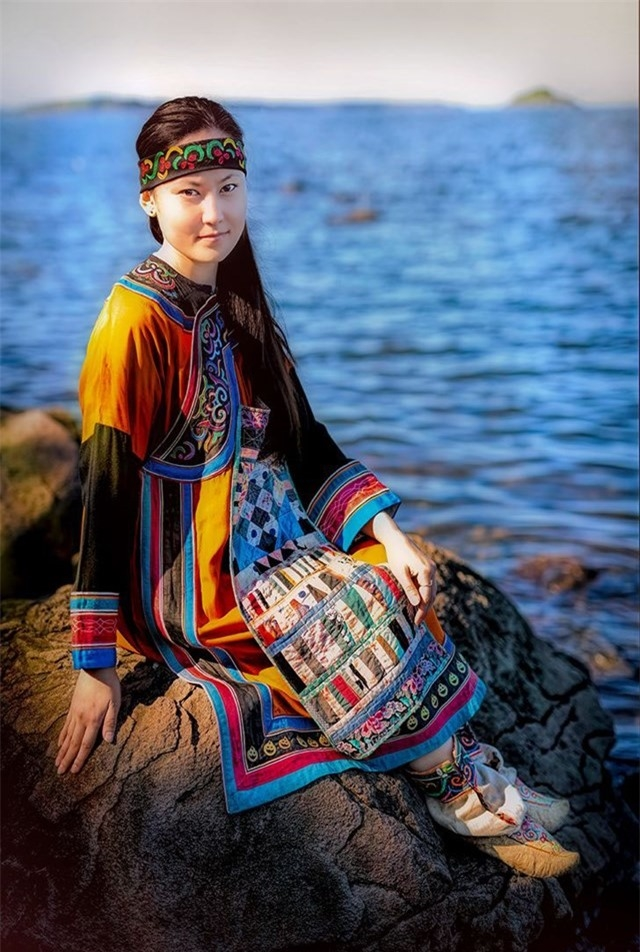 Đây là bức chân dung của Lisa - một trong những đại diện cuối cùng của người Orochi (bờ biển Nhật Bản ở vùng Viễn Đông của Siberia)