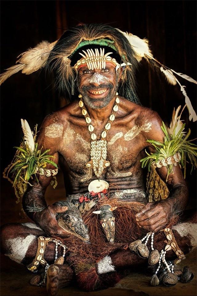 Trưởng lão bộ lạc từ Đông Sepik, Papua New Guinea