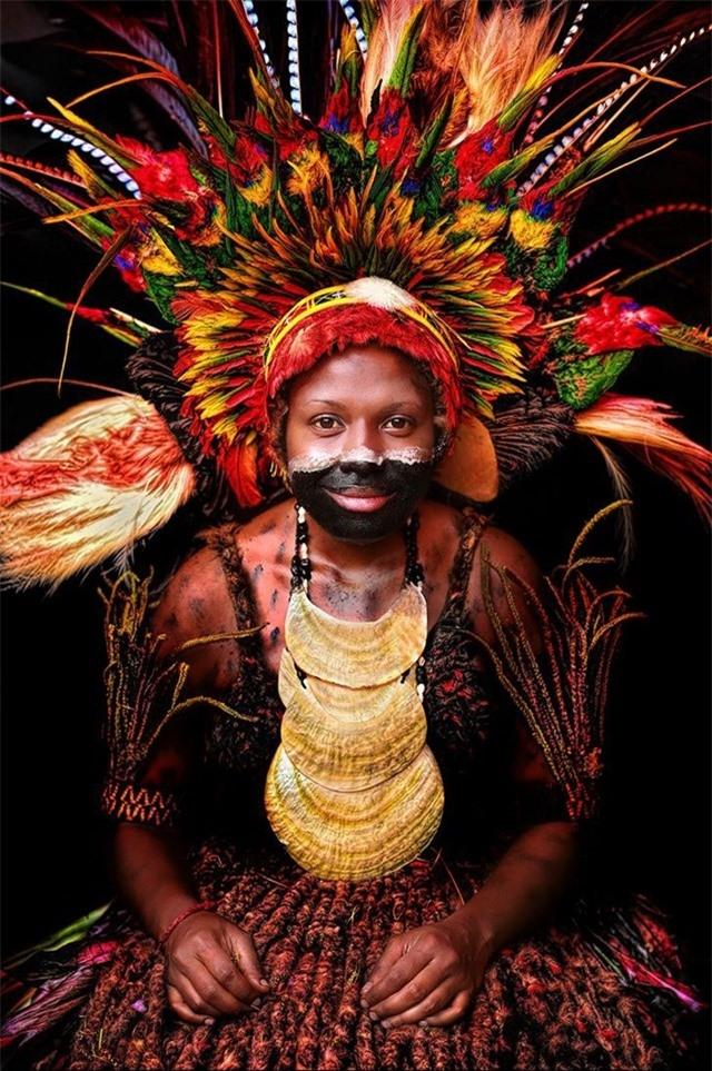 Một phụ nữ bản địa trẻ từ tỉnh Chimbu, Papua New Guinea
