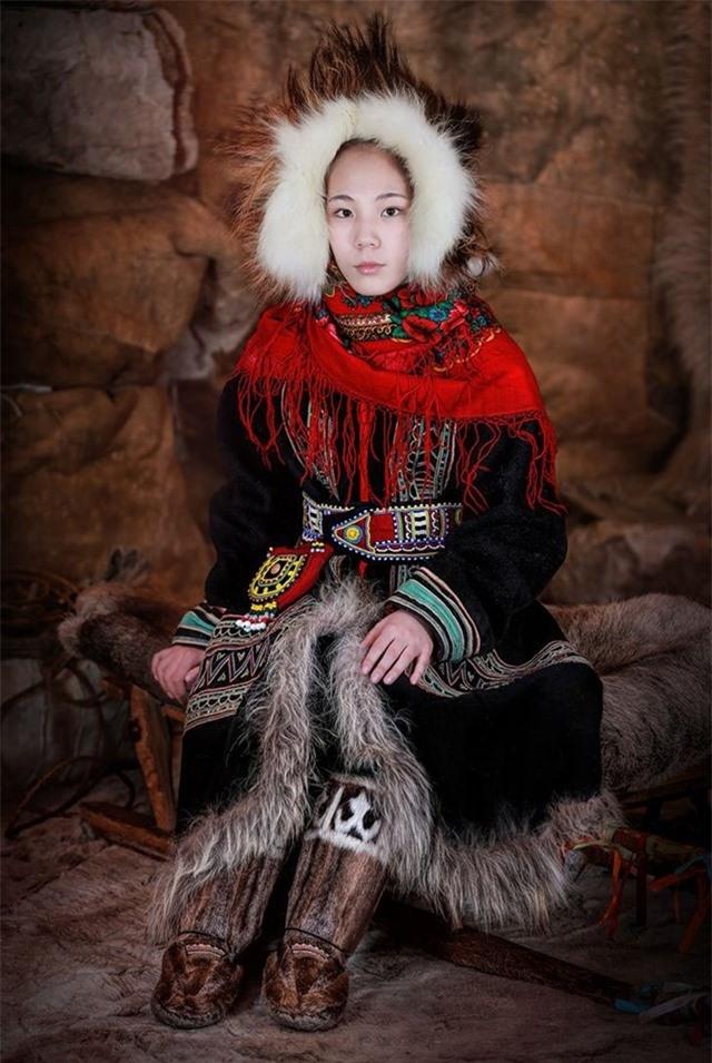 Người phụ nữ Dolgan trẻ, Siberia Bắc Cực