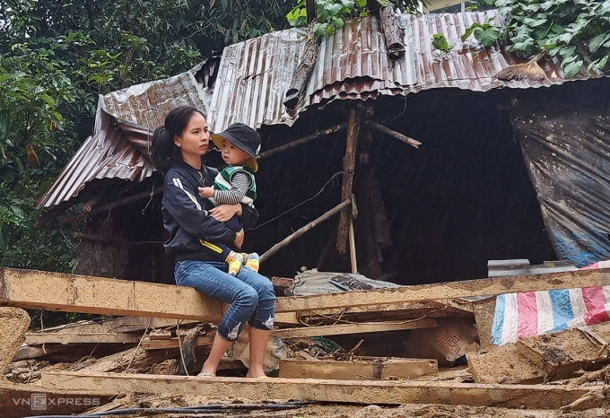 Người dân trắng tay sau lũ, đối mặt với đói nghèo