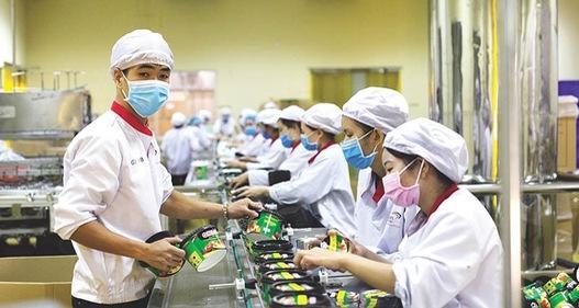 Từ ngày 1/10, người lao động bị ảnh hưởng bởi đại dịch COVID-19 sẽ được hỗ trợ bằng tiền từ kết dư Quỹ bảo hiểm thất nghiệp. (Ảnh minh họa - Ảnh: Báo Đầu tư)