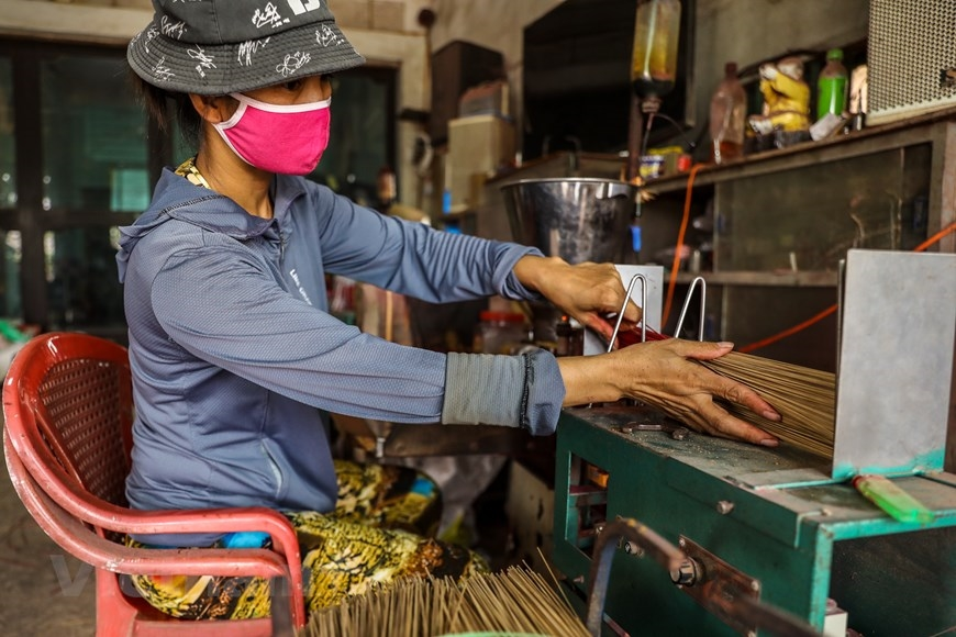 Đây là nơi cung cấp nguồn hương lớn cho khu vực phía Bắc. Ban đầu nghề làm hương tập trung chủ yếu ở thôn Phú Lương Thượng với mô hình nhỏ lẻ. (Ảnh: PV/Vietnam+)