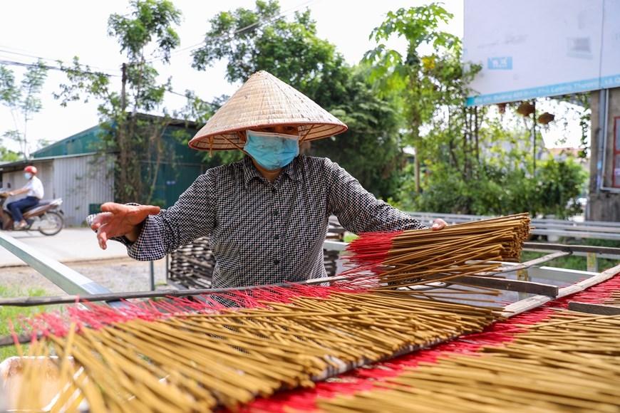 Sau gần hai tháng tạm nghỉ vì giãn cách xã hội, các công nhân đã bắt đầu quay trở lại làm việc. (Ảnh: PV/Vietnam+)