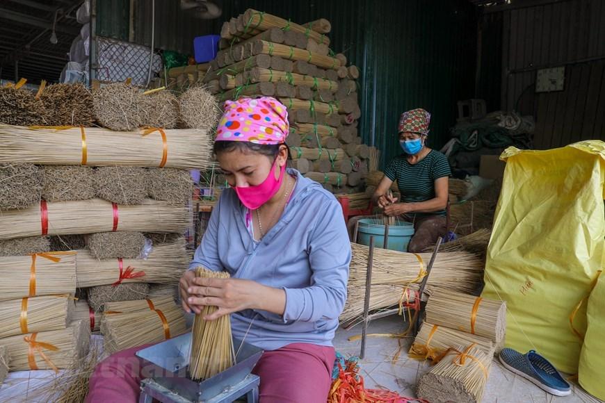 Nghề làm hương ở Quảng Phú Cầu đã có cách đây khoảng 1 thế kỷ. (Ảnh: PV/Vietnam+)