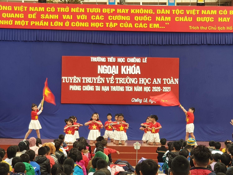 """Buổi ngoại khóa """"Trường học an toàn"""" năm học 2020-2021 tại Trường Tiểu học Chiềng Lề, Sơn La. Ảnh: edu"""