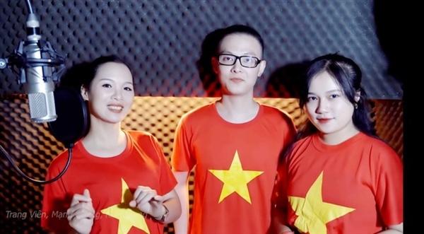Á hậu - ca sĩ Trang Viên (ngoài cùng bên trái) và ca sĩ Mạnh Cường, Kim Chung tham gia hòa giọng trong MV