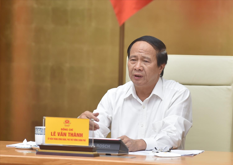 Phó Thủ tướng Lê Văn Thành: Việc khôi phục các đường bay kết nối giữa các tỉnh trong điều kiện hiện nay là rất cần thiết. Ảnh VGP/Đức Tuân