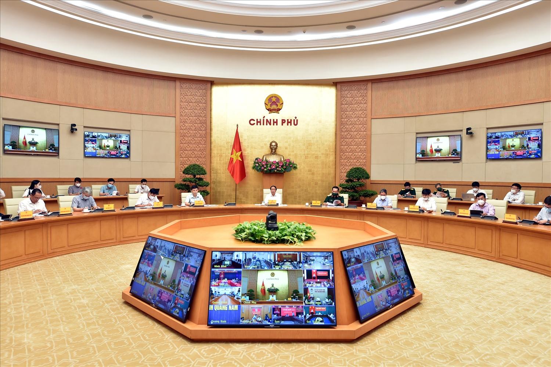 Phó Thủ tướng Lê Văn Thành chủ trì hội nghị trực tuyến toàn quốc về việc triển khai phục hồi các chuyến bay thương mại vận chuyển hành khách nội địa. (Ảnh VGP/Đức Tuân)