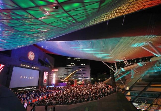 Lễ khai mạc Liên hoan phim Quốc tế Busan lần thứ 26 được tổ chức tại Trung tâm Điện ảnh Busan ở Busan vào thứ 4. (Ảnh: Yonhap)