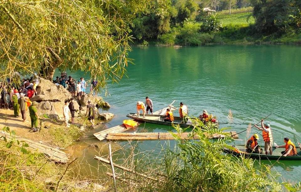 Sau những nỗ lực tìm kiếm của lực lượng chức năng 4 em học sinh gặp nạn tại vụ lật thuyển ở Hà Giang đã được tìm thấy