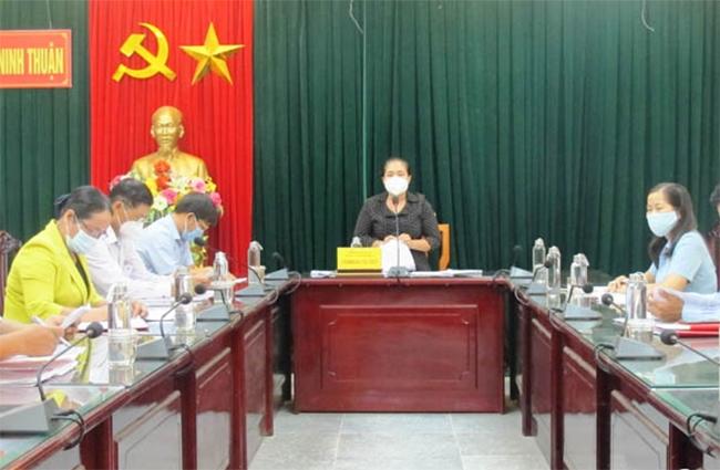 Ủy viên Thường vụ Tỉnh ủy, Trưởng Ban Dân vận Tỉnh ủy Chamaléa Thị Thủy, chủ trì buổi làm việc