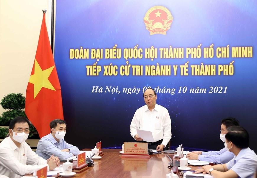 Chủ tịch nước Nguyễn Xuân Phúc tiếp xúc cử tri ngành y tế TPHCM theo hình thức trực tuyến. Ảnh: TTXVN