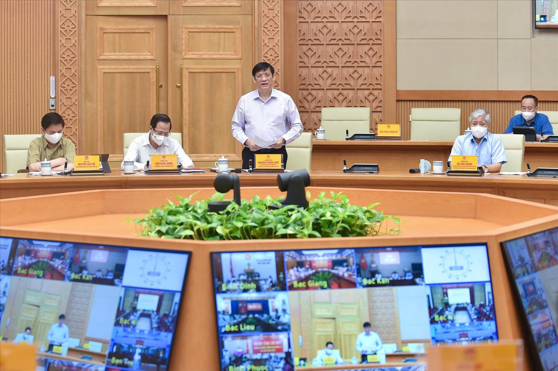 Phát biểu tại cuộc họp, Bộ trưởng Nguyễn Thanh Long cho biết tỷ lệ nhiễm COVID-19 tại TP. Hồ Chí Minh đã giảm rất sâu. Ảnh: VGP/Nhật Bắc