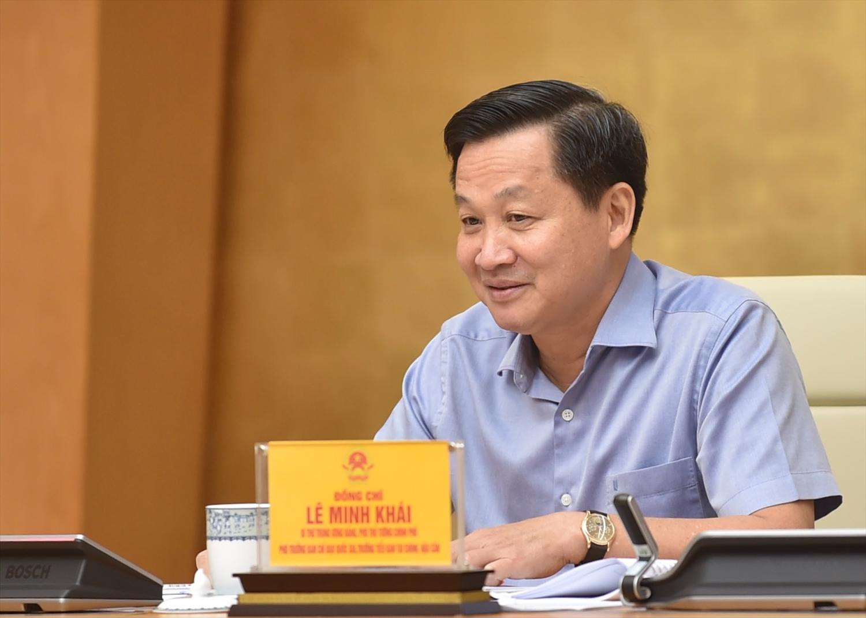 Phó Thủ tướng Lê Minh Khái cho biết kế hoạch phục hồi và phát triển kinh tế đang được khẩn trương xây dựng. Ảnh: VGP/Nhật Bắc