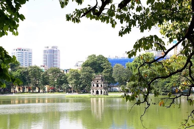 Hồ Hoàn Kiếm - biểu tượng đặc biệt nhất của Thủ đô Hà Nội. (Ảnh: TH)
