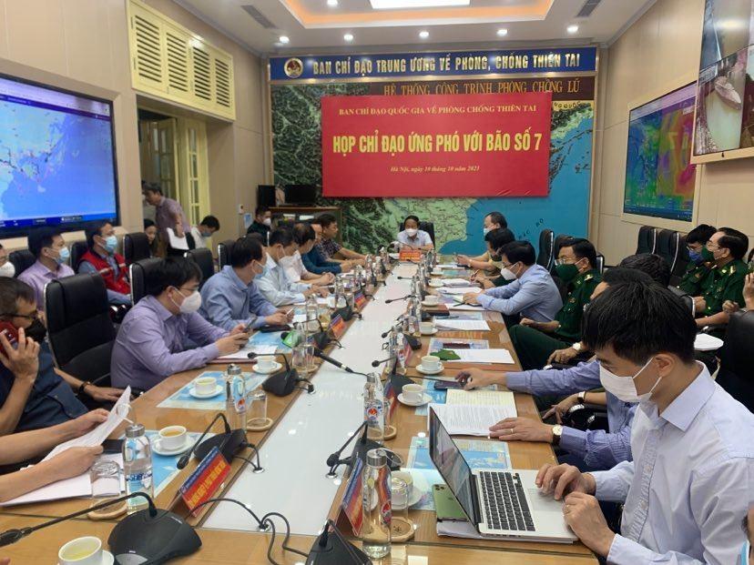 Phó Thủ tướng Lê Văn Thành chủ trì cuộc họp Ban Chỉ đạo Ban chỉ đạo Quốc gia phòng chống thiên tai triển khai công tác phòng chống mưa bão. Ảnh VGP/Đức Tuân