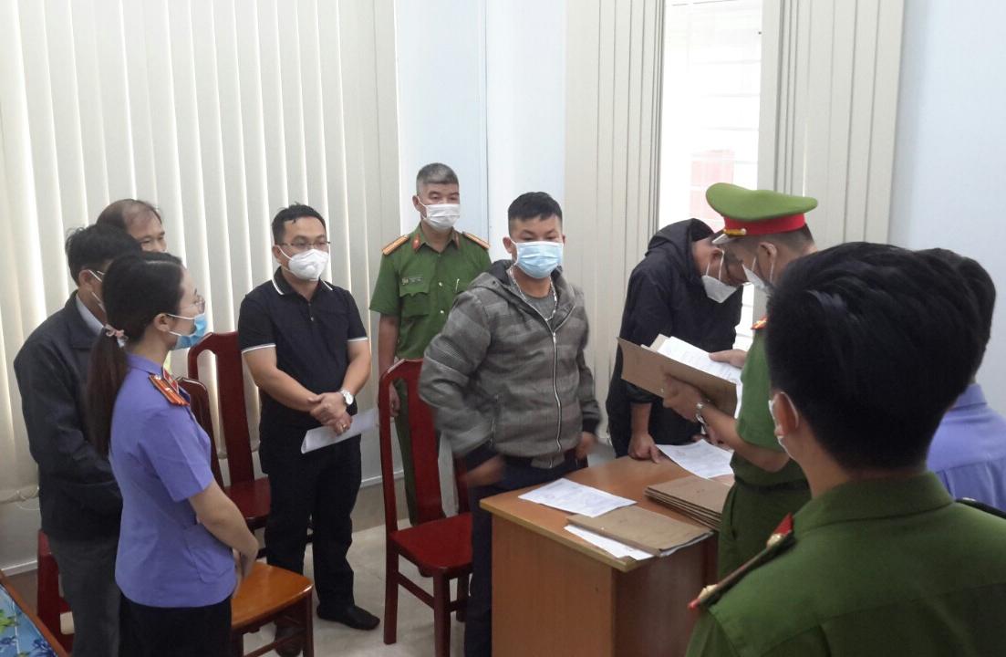 Cơ quan CSĐT Công an tỉnh Đắk Nông công bố các quyết định và lệnh cho các bị can