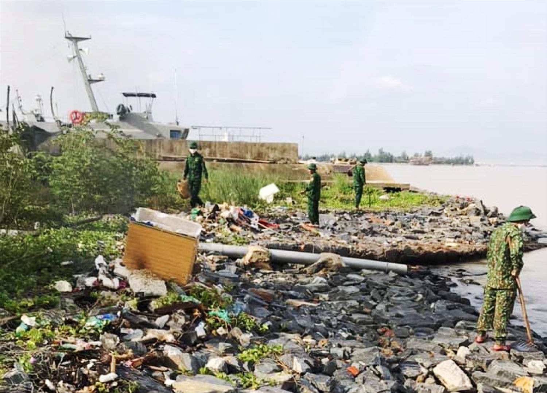 Bộ đội Biên phòng Đà Nẵng chung tay làm sạch biển, sạch rác thải nhựa 4