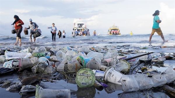 Đồ ăn nhanh và giao hàng làm tăng thêm việc sử dụng và phát sinh rác thải nhựa