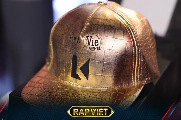 Chiếc nón vàng của vị HLV mới - LK