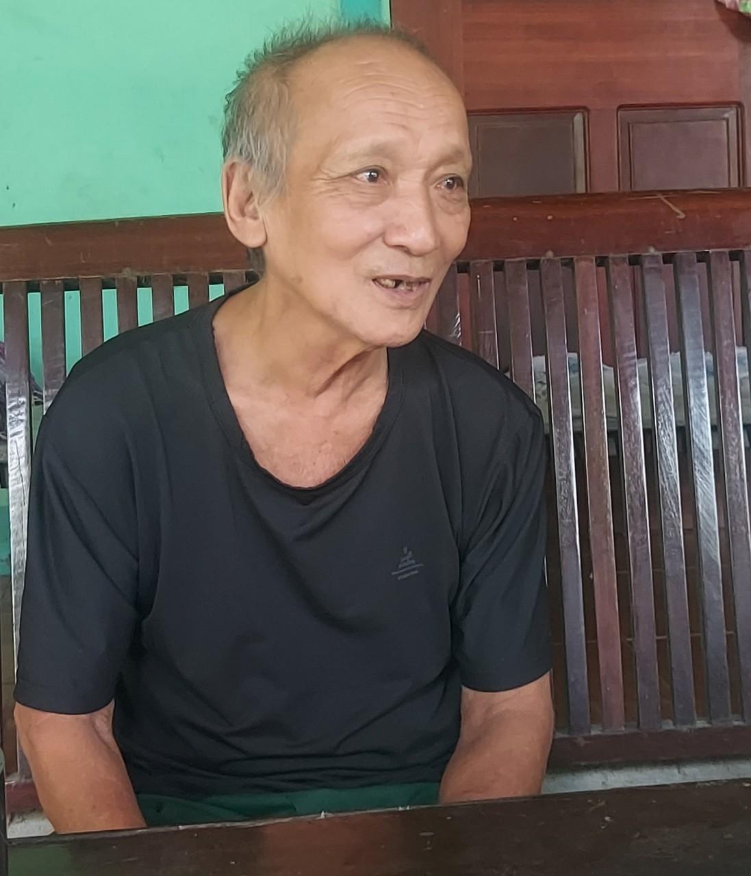 """Ông Nguyễn Xuân Lâm, ở khối 2, thị trấn Tân Lạc: """"Người dân được hưởng lợi chung, tại sao mình phải tiếc"""""""