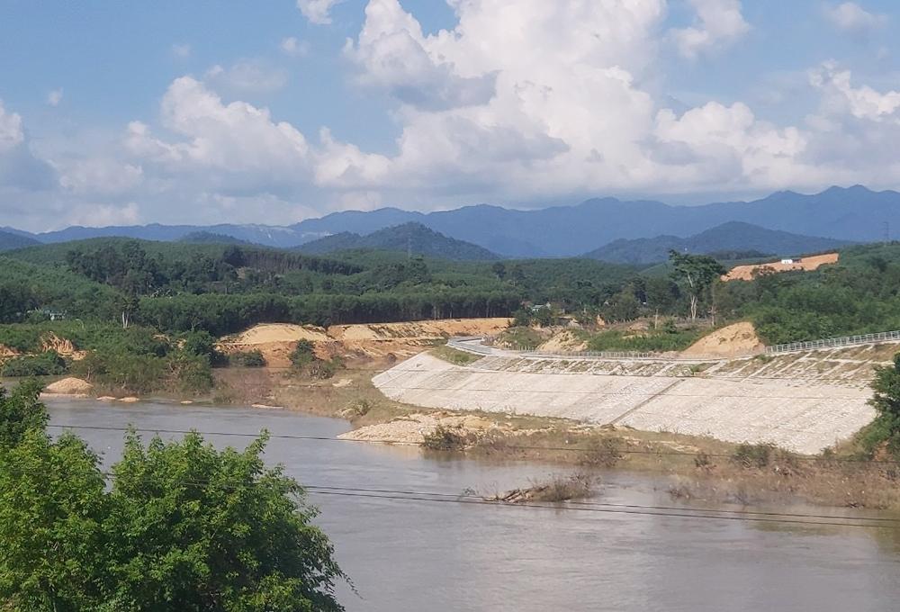 Dự án kè đê sông Hiếu đã làm đẹp thêm diện mạo thị trấn Tân Lạc