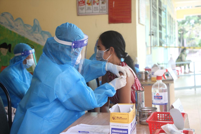 Các địa phương đang đẩy nhanh tiến độ tiêm chủng vaccine phòng COVID-19 cho người dân