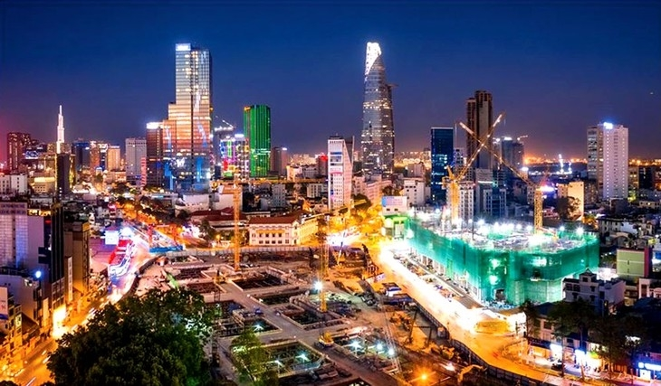 Thành tựu sau hơn 35 năm đổi mới đã khẳng định rõ tính đúng đắn của con đường đi lên chủ nghĩa xã hội ở Việt Nam. (Ảnh minh họa).